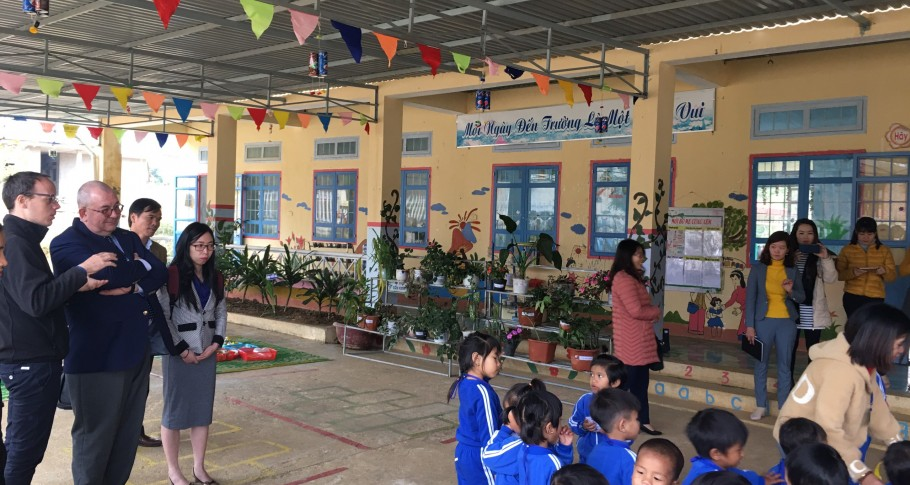 BE Ambassador Paul Jansen visits Mang Canh preschool, Kon Plong district, Kon Tum province