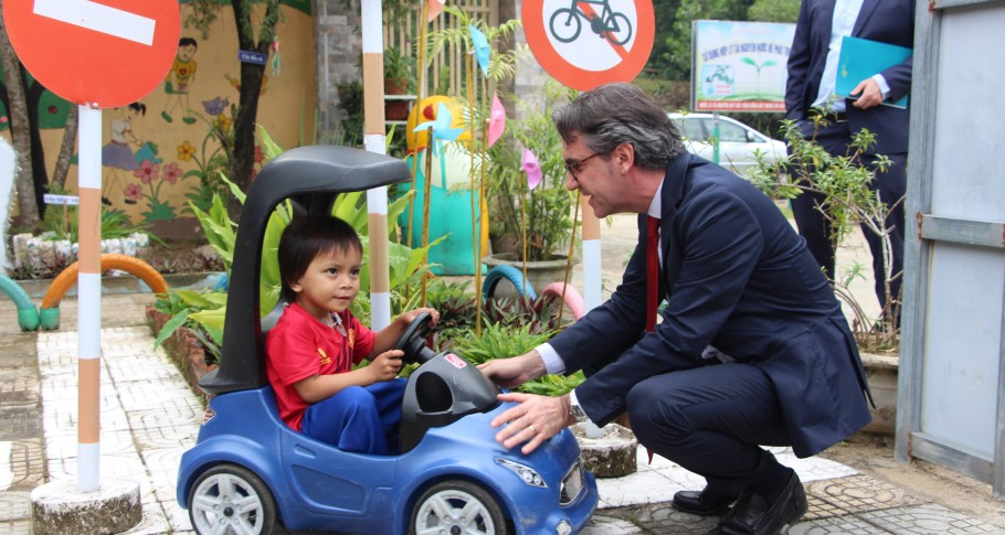 EU Ambassador Giorgio Aliberti says hello to a preschool child