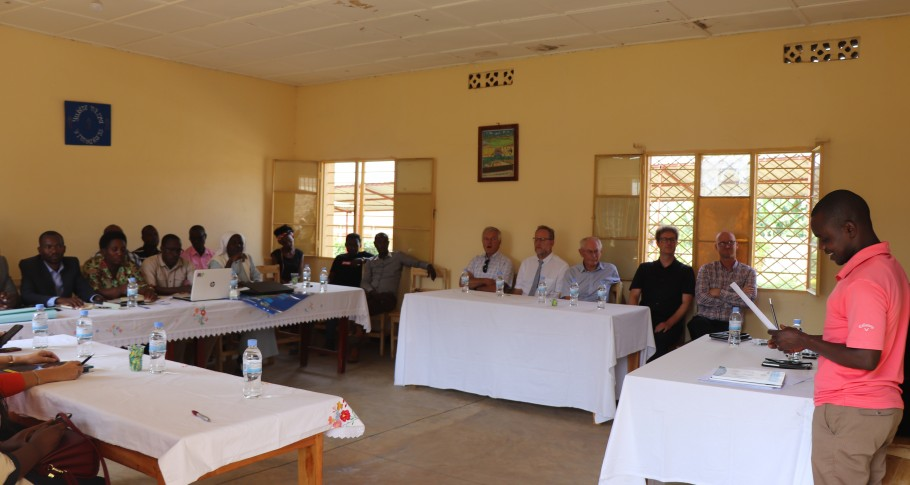 Schoolleiders delen hun ervaringen met professionele leergemeenschappen en de diplomacursus Effectief Schoolleiderschap met de Belgische delegatie