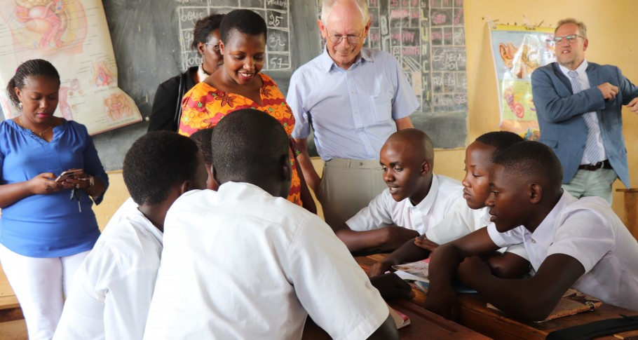 Mr Van Rompuy visits secondary students in the classroom