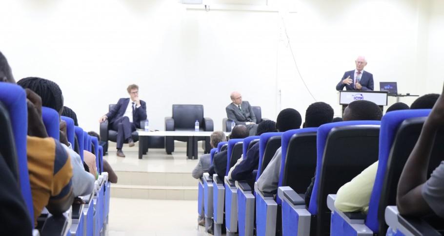 Van Rompuy besprak de relaties tussen de EU en Afrika en het belang van onderwijs voor ontwikkeling